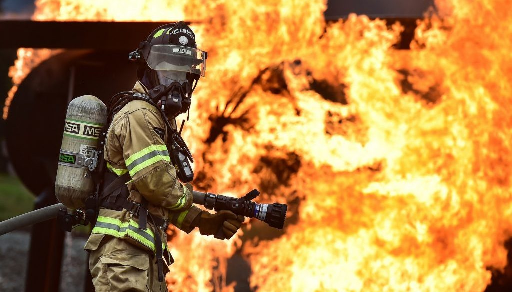 firefighter-1717918_1920